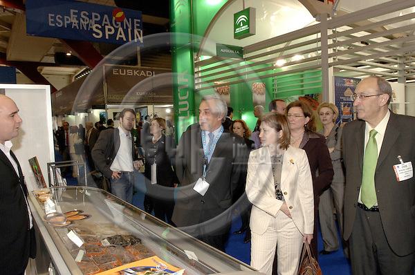 Brussels-Belgium - 10 May 2006---The Spanish autonomous Regions of Andalucia, Canarias, Pais Vasco and Galicia particpate at ESE 2006 (European Seafood Exposition) at Heizel/Heysel Expo; here, on their round tour, the Minister for Agriculture, Fisheries and Food of Spain, Elena ESPINOSA MANGANA (ce), with Juan Carlos MARTÍN FRAGUEIRO (le), General-Secretary of Sea Fishery at the Ministry---Photo: Horst Wagner/eup-images