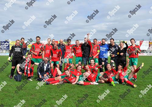 2013-04-28 / voetbal / seizoen 2012-2013 / Verbroedering Balen - Berg en Dal / Berg en Dal is kampioen en de ploeg viert het kampioenschap