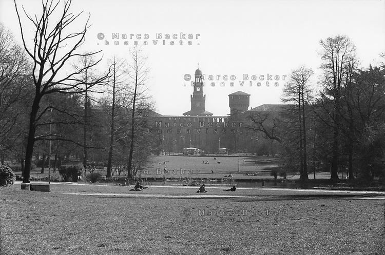 Milano, il Castello Sforzesco e il Parco Sempione --- Milan, the Sforza Castle and Sempione Park