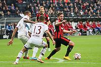 Marc Stendera (Eintracht) gegen Jerome Boateng und Rafinha (Bayern) - Eintracht Frankfurt vs. FC Bayern München, Commerzbank Arena