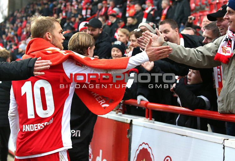 01.12.2018, Stadion an der Wuhlheide, Berlin, GER, 2.FBL, 1.FC UNION BERLIN  VS.SV Darmstadt 98, <br /> DFL  regulations prohibit any use of photographs as image sequences and/or quasi-video<br /> im Bild Sebastian Andersson (1.FC Union Berlin #10) bei Unionfans <br /> <br />      <br /> Foto © nordphoto / Engler
