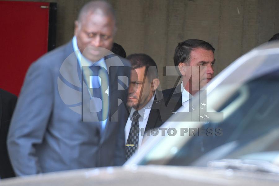 BRASÍLIA, DF, 22.11.2018 – AGENDA-BOLSONARO – O presidente eleito, Jair Bolsonaro é visto saindo do CCBB (Centro de Convenções Banco do Brasil) na tarde desta quinta-feira, 22. (Foto: Ricardo Botelho/Brazil Photo Press)