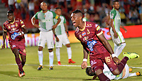 IBAGUE - COLOMBIA -  26 - 11 - 2017: Sergio Mosquera, jugador de Deportes Tolima celebra el gol anotado a Atletico Nacional, durante partido de ida por la Liga Aguila II 2017 entre Deportes Tolima y Atletico Nacional, jugado en el estadio Manuel Murillo Toro de la ciudad de Ibague. / Sergio Mosquera, player of Deportes Tolima celebrates a scored goal to Atletico Nacional during a match of the first leg for the Aguila League II 2016, between Deportes Tolima and Atletico Nacional,  played at Manuel Murillo Toro stadium in Ibague city. Photo: VizzorImage / Juan Carlos Escobar / Cont.