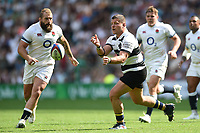 Benjamin Kayser of the Barbarians passes the ball. Quilter Cup International match between England and the Barbarians on May 27, 2018 at Twickenham Stadium in London, England. Photo by: Patrick Khachfe / Onside Images