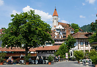 CHE, Schweiz, Kanton Bern, Berner Oberland, Thun: Altstadt mit Stadtkirche | CHE, Switzerland, Bern Canton, Bernese Oberland, Thun: Old Town with Town Church