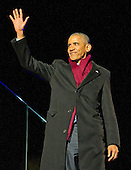 United States President Barack Obama waves to the crowd as he returns to his seat after making remarks as he and the First Family attend the National Christmas Tree Lighting on the Ellipse in Washington, DC on Thursday, December 1, 2016.<br /> Credit: Ron Sachs / Pool via CNP