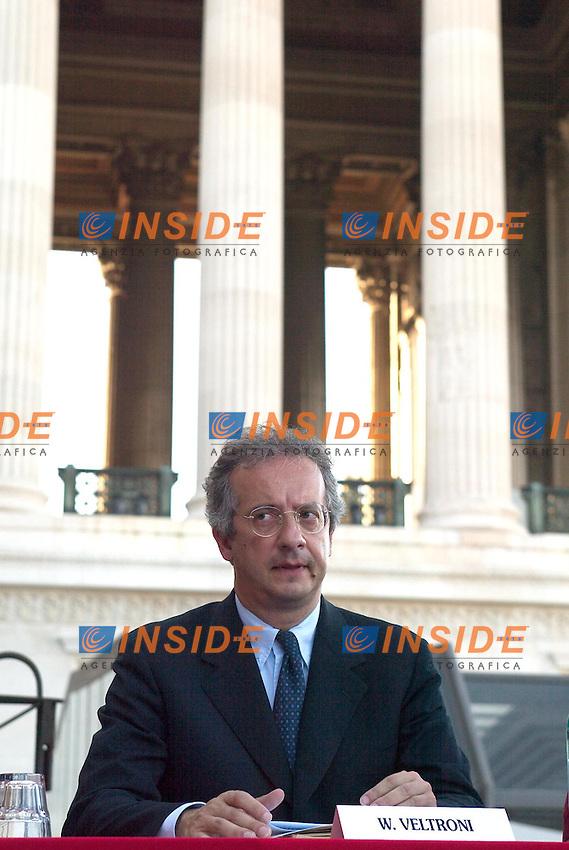 Roma 24 Giugno 2003<br /> Presentazione del libro &quot;Know Global&quot; di Pietro Folena.<br /> Nella foto Walter Veltroni, sindaco di Roma<br /> Foto Andrea Staccioli Insidefoto