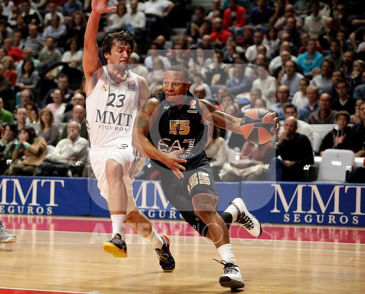 Real Madrid´s Sergio Llull (L) V EA7 Emporio Armani Milan´s Jerrells (R) during Euroleague Basketball match. November 01,2013. (ALTERPHOTOS/Victor Blanco)