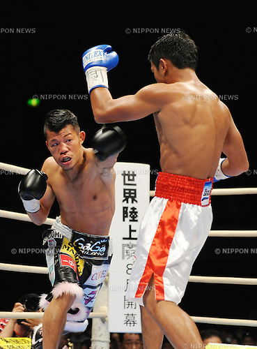 (L-R) Koki Kameda (JPN), Panomroonglek Kaiyanghadaogym (THA),.APRIL 7, 2013 - Boxing :.Koki Kameda of Japan in action against Panomroonglek Kaiyanghadaogym of Thailand during the WBA bantamweight title bout at Bodymaker Colosseum (Osaka Prefectural Gymnasium) in Osaka, Japan. (Photo by Mikio Nakai/AFLO)