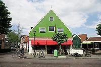 Nederland Zaandijk  2017 -   Het Zaanse Bakkertje. Warme bakker in Zaandijk.    Foto Berlinda van Dam / Hollandse Hoogte