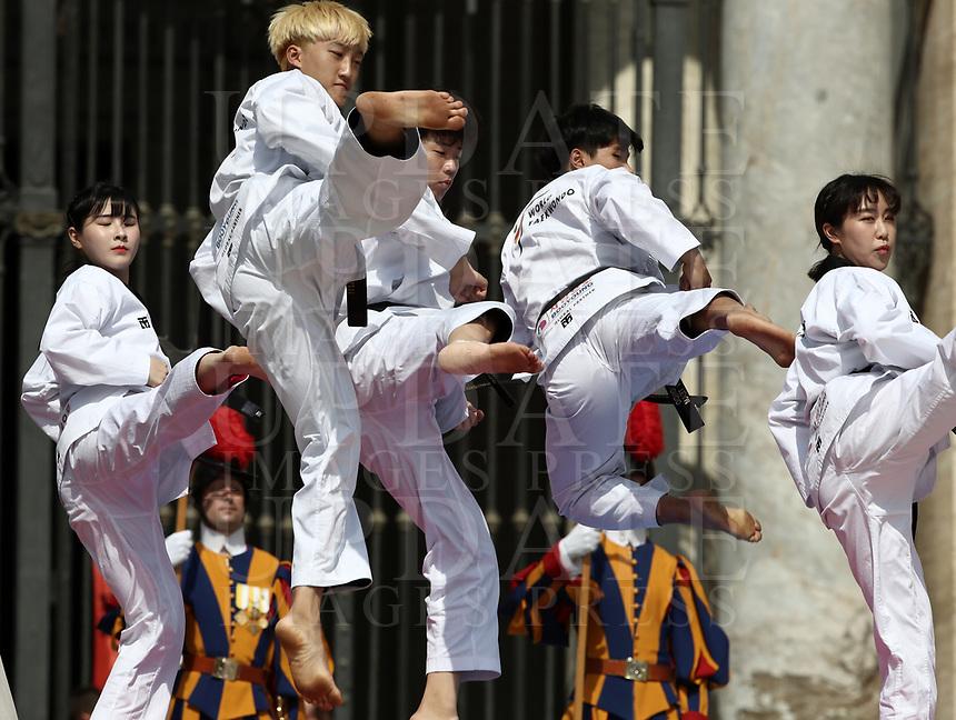 Alcuni giovani atleti di Taekwondo provenienti dalla Corea del Sud eseguono una performance atletica durante l'udienza generale del mercoledi' in Piazza San Pietro, Citta' del Vaticano, 30 maggio, 2018.<br /> Taekwondo athletes  from South Korea perform during his weekly general audience in St. Peter's Square, at the Vatican, on May 30, 2018.<br /> UPDATE IMAGES PRESS/IsabellaBonotto<br /> <br /> STRICTLY ONLY FOR EDITORIAL USE