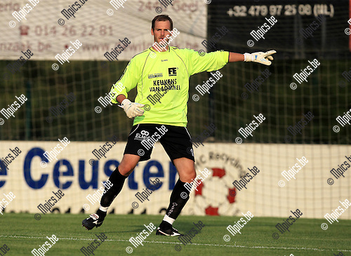 2010-08-11 / Voetbal / seizoen 2010-2011 / KFC Oosterzonen / Tom Wagemans..Foto: mpics