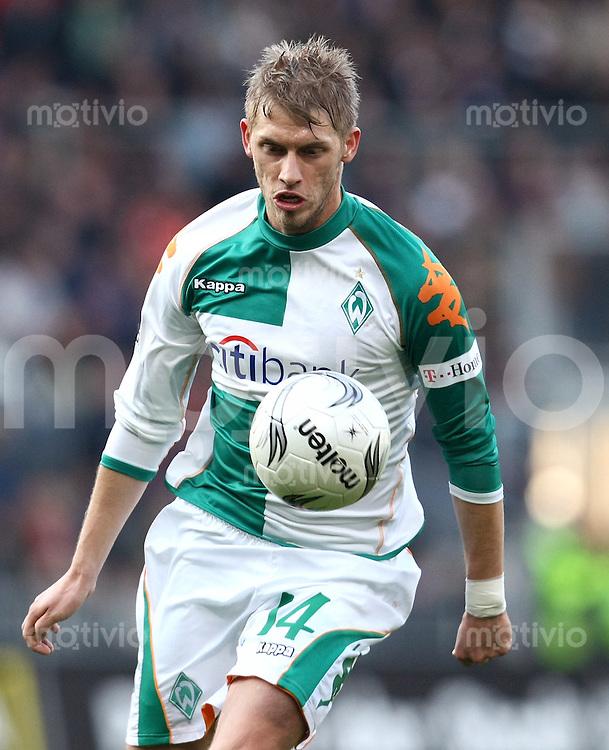 FUSSBALL     1. BUNDESLIGA     SAISON 2007/2008   25. SPIELTAG Arminia Bielefeld - Werder Bremen                              23.03.2008 Aaron HUNT (SV Werder Bremen), Einzelaktion am Ball