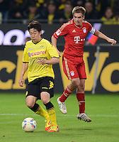 FUSSBALL   1. BUNDESLIGA   SAISON 2011/2012   30. SPIELTAG Borussia Dortmund - FC Bayern Muenchen            11.04.2012 Shinji Kagawa (li, Borussia Dortmund) gegen Philipp Lahm (re, FC Bayern Muenchen)