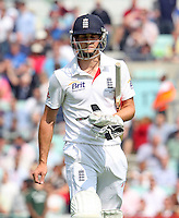 Chris Woakes of England walks off after losing his wicket- England vs Australia - 5th day of the 5th Investec Ashes Test match at The Kia Oval, London - 25/08/13 - MANDATORY CREDIT: Rob Newell/TGSPHOTO - Self billing applies where appropriate - 0845 094 6026 - contact@tgsphoto.co.uk - NO UNPAID USE