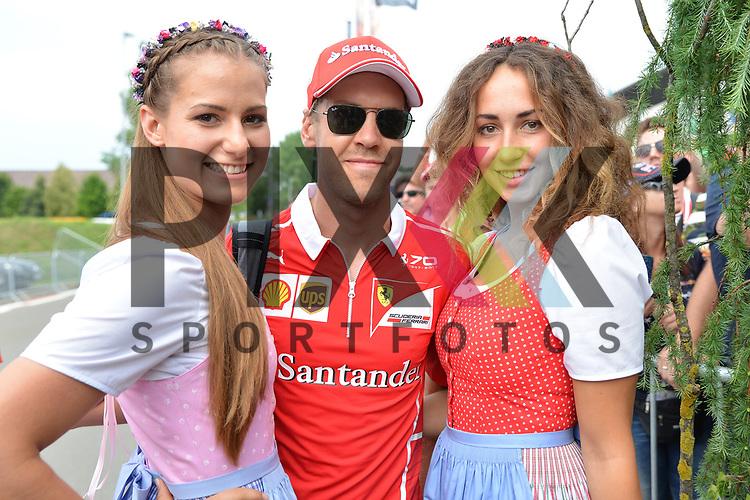 Nr.5 Sebastian Vettel im Ferrari bei der Autogrammstunde in Spielberg beim Formel 1 Rennen in Spielberg.<br /> <br /> Foto &copy; PIX-Sportfotos *** Foto ist honorarpflichtig! *** Auf Anfrage in hoeherer Qualitaet/Aufloesung. Belegexemplar erbeten. Veroeffentlichung ausschliesslich fuer journalistisch-publizistische Zwecke. For editorial use only.