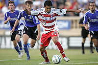 14 May 2005: Carlos Ruiz of FC Dallas in action against Earthquakes at Spartan Stadium in San Jose, California.   Earthquakes tied FC Dallas, 0-0.   Credit: Michael Pimentel
