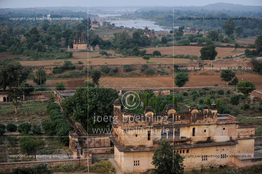 INDIA, Madhya Pradesh, Orchha, old temple at site of Maharaja Palace / INDIEN Orchha, alter Maharaja Palast und Tempelanlage