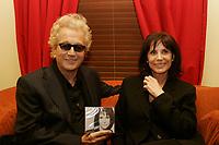 Luc Plamondon et Renee Claude,le 15 fevrier 2006, lors de son lancement au Lion d Or.<br /> <br /> photo : Delphine descamps - AQP
