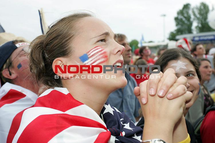 FIFA WM 2006 -  Fan Meile Nuernberg<br /> <br /> <br /> <br /> USA - Ghana<br /> <br /> <br /> <br /> Kerry Rigas (23) aus Amerika betet kurz vor Ende des Spiels vergebens um zwei Tore f&cedil;r ihr Team. <br /> <br /> <br /> <br /> Foto: nordphoto