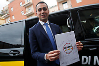 Luigi Di Maio mostra il nuovo logo<br /> Luigi Di Maio shows the new logo<br /> Roma 19/01/2018. Trasmissione tv La7 'L'aria che tira'.<br /> Rome January 19th 2018. Candidate Premier for the Movement 5 Stars at the next elections Luigi di Maio appears as a guest on the talk show ''L'aria che tira' in Rome<br /> Foto Samantha Zucchi Insidefoto