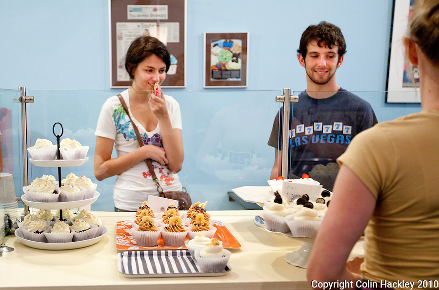 TALLAHASSEE, FLA. 8/19/10-VISITTALLY-081910-HACKLEY-Florida State University freshmen Sara Rolek, left, and Nick Poppell, both of Orlando, make their selection at Lucy & Leo's Cupcakery in Tallahassee...COLIN HACKLEY PHOTO