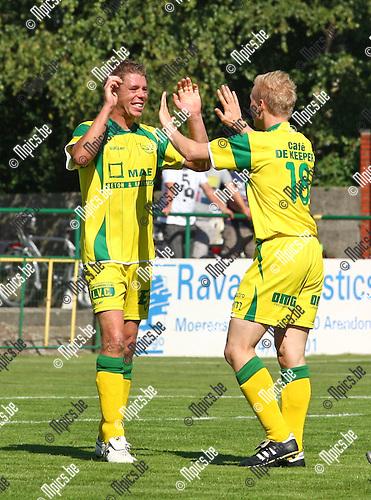 2010-09-05 / Voetbal / Witgoor Sport - KFC De Kempen / Het spitsenduo Kristof Meeuwssen (links) en Jochen Vanarwegen van Witgoor viert feest.
