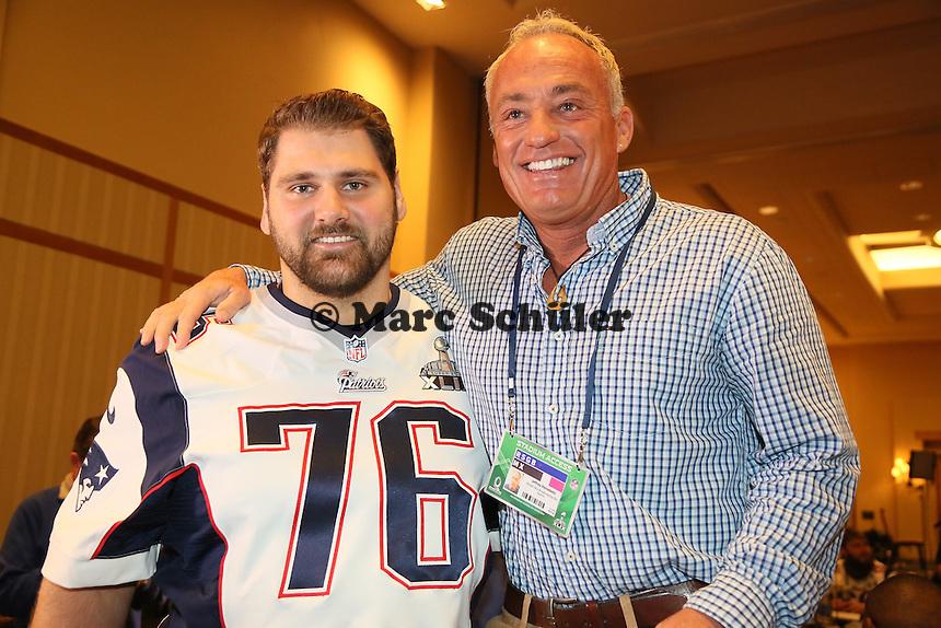 OT Sebastian Vollmer (Patriots) mit seinem ehemaligen Coach der Junioren-Auswahl Jeff Reinbold - Super Bowl XLIX New England Patriots Team-PK, Sheraton Arizona Grand Hotel