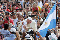 Papa Francesco bacia un bambino al suo arrivo all'udienza generale del mercoledi' in Piazza San Pietro, Citta' del Vaticano, 27 agosto 2014.<br /> Pope Francis kisses a baby as he arrives for his weekly general audience in St. Peter's Square at the Vatican, 27 August 2014.<br /> UPDATE IMAGES PRESS/Riccardo De Luca<br /> <br /> STRICTLY ONLY FOR EDITORIAL USE