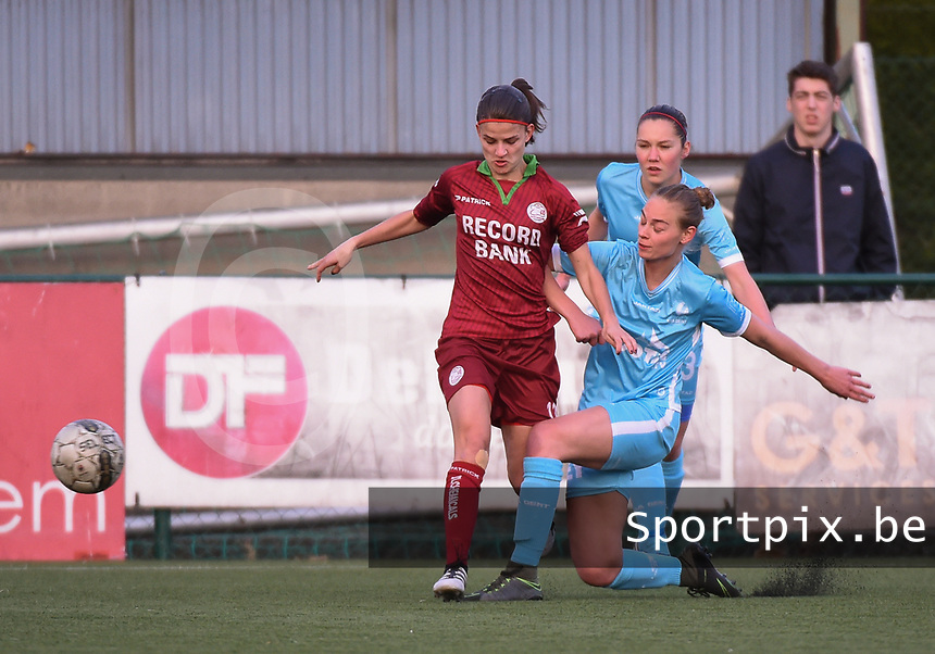 20170414 - Zulte , BELGIUM : Zulte Waregem's Amber De Priester (L) and AA Gent's Margaux Van Ackere (R) pictured during the soccer match between the women teams of Zulte Waregem and AA Gent Ladies , in the semi final matchday of the Belgian CUP - Beker van Belgie voor Vrouwen competition on Friday 14th April 2017 in Zulte .  PHOTO SPORTPIX.BE DIRK VUYLSTEKE
