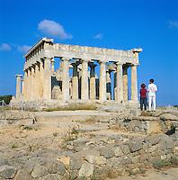 Greece, Attica, Saronic Islands, Aegina: Ruins of Temple of Aphaia | Griechenland, Attika, Saronische Inseln, Aegina: Aphaiatempel, Tempel der Hauptgoettin Aphaia (Aphaea)