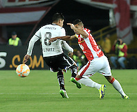 BOGOTA- COLOMBIA – 26-02-2015: Juan Roa (Der.) jugador del Independiente Santa Fe de Colombia, disputa el balón con Esteban Paves (Izq.) jugador de Colo Colo de Chile, durante partido entre Independiente Santa Fe de Colombia y Colo Colo de Chile, por la segunda fase, grupo 1, de la Copa Bridgestone Libertadores en el estadio Nemesio Camacho El Campin, de la ciudad de Bogota. / Juan Roa (R) player of Independiente Santa Fe of Colombia, figths for the ball with Esteban Paves (L) player of Colo Colo of Chile during a match between Independiente Santa Fe of Colombia and Colo Colo of Chile for the second phase, group 1, of the Copa Bridgestone Libertadores in the Nemesio Camacho El Campin in Bogota city. Photo: VizzorImage / Luis Ramirez / Staff.