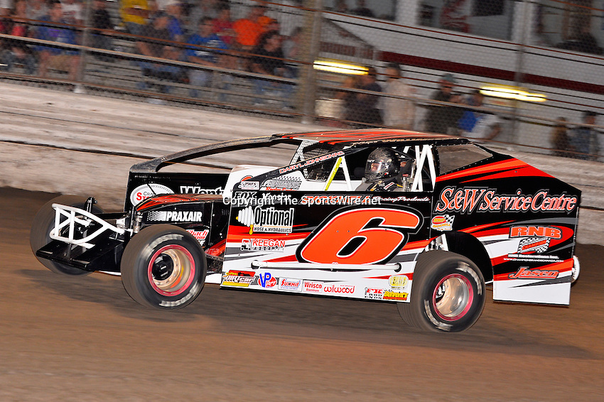 Feb 20, 2014; 6:42:10 PM;  Barberville, FL, USA;  Super DIRT car Series Big Block Modifieds presented by Summit Racing Equipment at Volusia Speedway Park.  Mandatory Credit: (thesportswire.net)