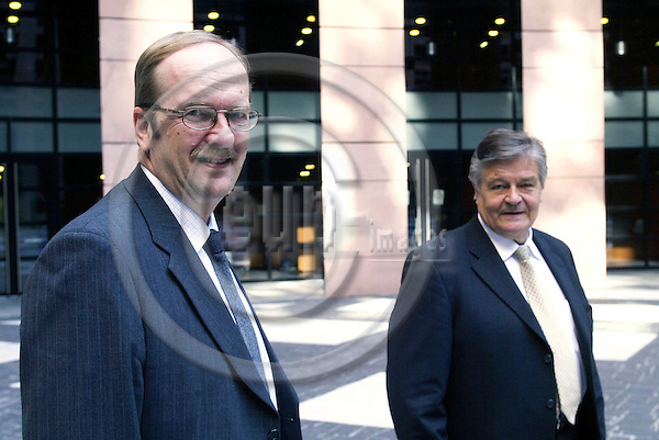 STRASBOURG - FRANCE - 22 APRIL 2004--The MEPs Mikko PES?L?(R) (Pesala) and Samuli POHJAMO(L), both from the Group of the European Liberal, Democrat and Reform Party in the yard of the European Parliament in Strasbourg.-- PHOTO: ERIK LUNTANG / EUP-IMAGES