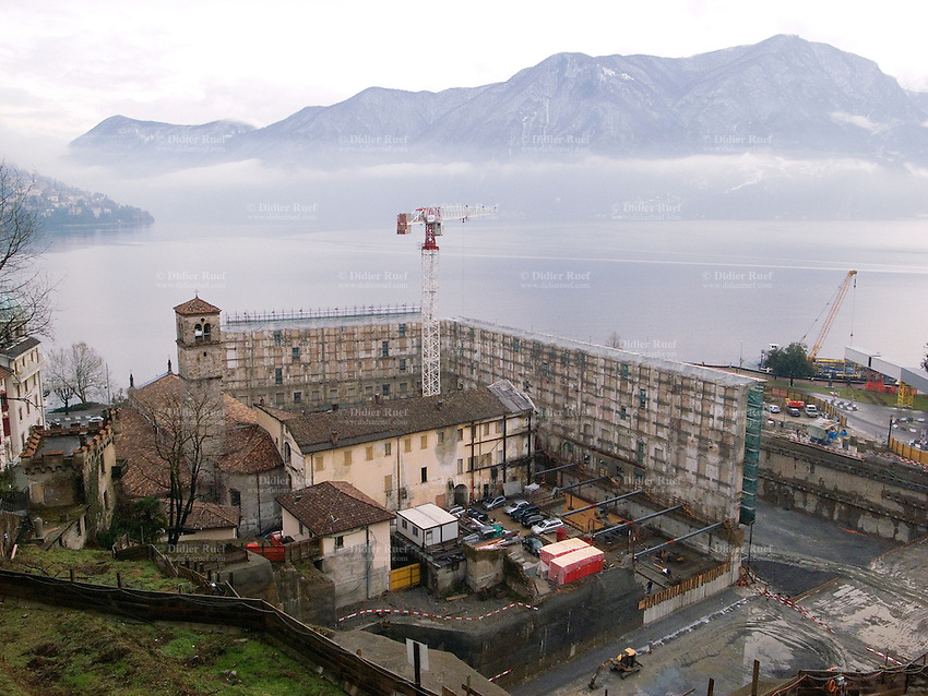Switzerland. Canton Ticino. Lugano in the winter season. View on the lake and the new Cultural Centre of the City of Lugano, which will after heavy construction open its doors as a new institution in 2013 with the name Lugano Polo Culturale. Building site. 21.01.09  © 2009 Didier Ruef