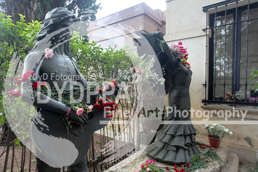 People visit beloved in all the cemeteries. Singers Antonio Flores and Lola Flores's tombs<br /> <br /> All Saints Day, Spanish fest day. At Almudena Cemetery in Madrid on November 1, 2017.