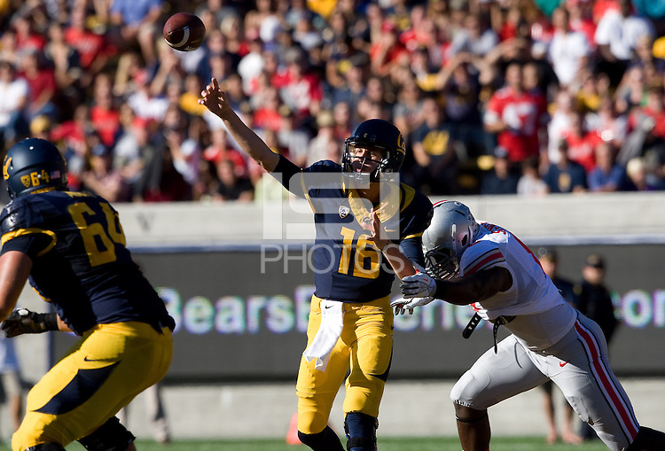California quarterback Jared Goff throws the ball during the game against Ohio State at Memorial Stadium in Berkeley, California on September 14th, 2013.  Ohio State defeated California, 52-34.