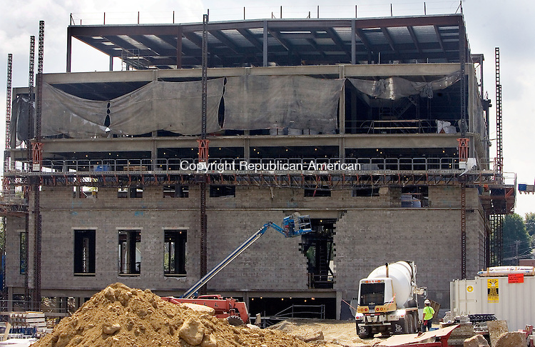 TORRINGTON CT. 25 August 2015-082515SV03-Workers continue to add block to the walls of the new court house in Torrington Tuesday.<br /> Steven Valenti Republican-American