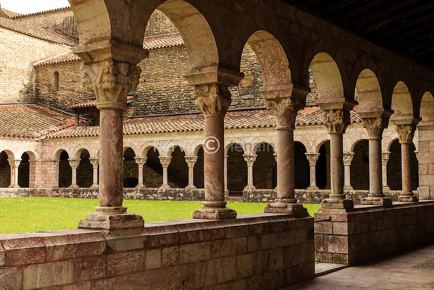 France, Pyrénées-Orientales (66), Codalet, abbaye de Saint-Michel de Cuxa, le cloître // France, Pyrenees Orientales, Codalet, Saint Michel de Cuxa abbey, the cloister