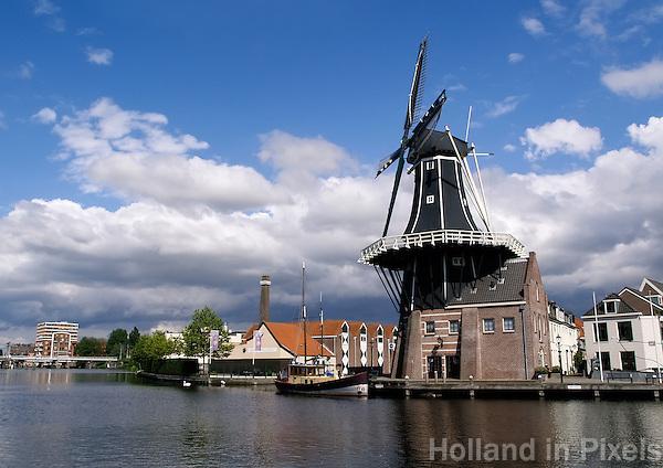 Molen de Adriaan aan het Spaarne in Haarlem