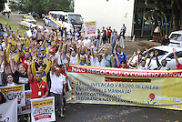 BRASLIA, DF, 24.09.2013 - ATO FUNCIONARIOS DOS CORREIOS - Funcionarios dos Correios durante ato na Esplanada dos Ministerios em Brasilia nesta terca-feira, 24. (Foto: Renato Araujo / Brazil Photo Press).