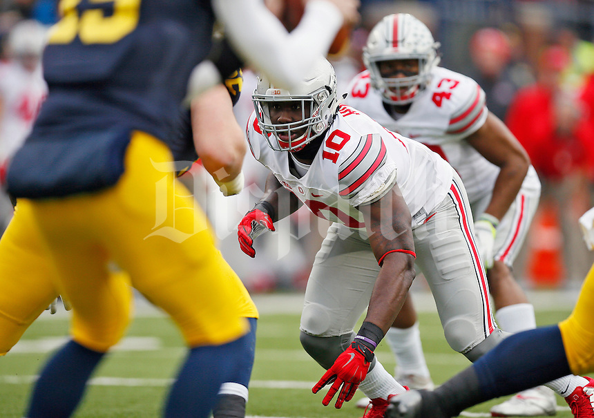 Ohio State Buckeyes defensive lineman Jalyn Holmes (10) against Michigan Wolverines at Michigan Stadium in Arbor, Michigan on November 28, 2015.  (Dispatch photo by Kyle Robertson)