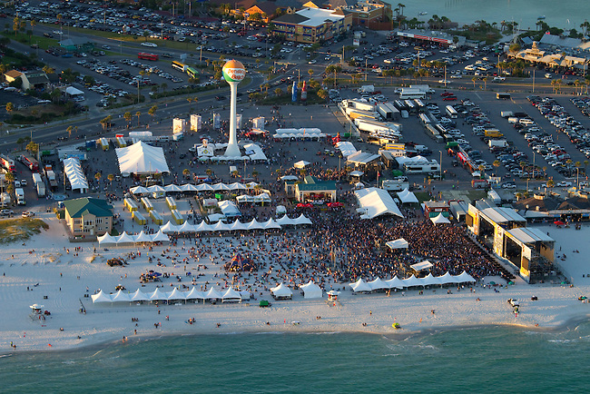Aerial image of the crowd at DeLuna fest 2010