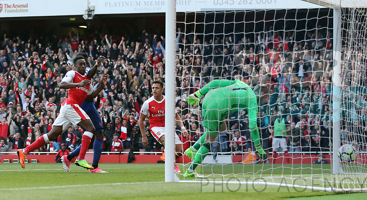 Arsenal's Danny Welbeck celebrates scoring his side second goal during the Premier League match at the Emirates Stadium, London. Picture date: May 7th, 2017. Pic credit should read: David Klein/Sportimage