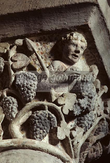 EuropeEurope/France/Auvergne/63/Puy-de-Dôme/Mozac: L'église de Mozac (ancien abbaye fondée par Saint-Calmin au 7ème siècle) - Détail chapiteau des vendangeurs