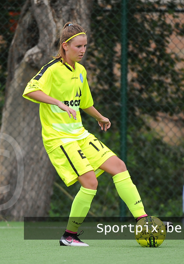 20160730 - GENT , BELGIUM : Gent's  Chloe Van Mingeroet pictured during a friendly game between KAA Gent Ladies and Borussia Mönchengladbach during the preparations for the 2016-2017 season , Saturday 30 July 2016 ,  PHOTO Dirk Vuylsteke | Sportpix.Be