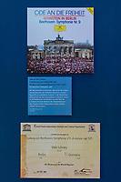 """Beethoven-Ausstellung """"Diesen Kuss der ganzen Welt!"""" in der Staatsbibliothek zu Berlin.<br /> Im Haus Unter den Linden wird eine der weltweit bedeutendsten Sammlungen von Notenhandschriften Ludwig van Beethovens und Autographen vom 11. Maerz bis 30. April 2020 gezeigt.<br /> Im Bild: Die Aufnahme der Auffuehrung der 9. Sinfonie """"Ode an die Freiheit"""", dirigiert von Leonard Bernstein beim Festkonzert zum Mauerfall 1989.<br /> 10.3.2020, Berlin<br /> Copyright: Christian-Ditsch.de<br /> [NUR FUER REDAKTIONELLE ZWECKE! Werbung nur auf Anfrage beim Fotografen. Inhaltsveraendernde Manipulation des Fotos nur nach ausdruecklicher Genehmigung des Fotografen. Vereinbarungen ueber Abtretung von Persoenlichkeitsrechten/Model Release der abgebildeten Person/Personen liegen nicht vor. NO MODEL RELEASE! Don't publish without copyright Christian-Ditsch.de, Veroeffentlichung nur mit Fotografennennung, sowie gegen Honorar, MwSt. und Beleg. Konto: I N G - D i B a, IBAN DE58500105175400192269, BIC INGDDEFFXXX, Kontakt: post@christian-ditsch.de<br /> Bei der Bearbeitung der Dateiinformationen darf die Urheberkennzeichnung in den EXIF- und  IPTC-Daten nicht entfernt werden, diese sind in digitalen Medien nach §95c UrhG rechtlich geschuetzt. Der Urhebervermerk wird gemaess §13 UrhG verlangt.]"""