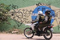 Polícia militar patrulha diversos bairros da cidade após a chacina de nove pessoas por grupo de extermínio .<br /> Belém, Pará, Brasil.<br /> Foto Ney Marcondes.<br /> 07/11/2014
