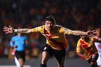 MORELIA - MEXICO -28 -01-2014: Hector Mancilla, jugador de Monarcas Morelia de Mexico, corre a celebrar el gol anotado, durante partido por la primera fase, llave G5 de la Copa Libertadores en el estadio Morelos de la ciudad de Morelia. / Hector Mancilla player of Monarcas Morelia of Mexico, runs to celebrates a goal scored during a match for the first phase, g5 key of the Copa Bridgestone Libertadores in Morelos stadium in Morelia city, Photo: VizzorImage  / Manuel Velasquez / Jam Media / Cont