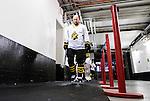Stockholm 2015-01-04 Ishockey Hockeyallsvenskan AIK - Vita H&auml;sten :  <br /> AIK:s Michael Nylander p&aring; v&auml;g till omkl&auml;dningsrummet i Hovet efter uppv&auml;rmningen inf&ouml;r matchen mellan AIK och Vita H&auml;sten <br /> (Foto: Kenta J&ouml;nsson) Nyckelord:  AIK Gnaget Hockeyallsvenskan Allsvenskan Hovet Johanneshov Isstadion Vita H&auml;sten portr&auml;tt portrait inomhus interi&ouml;r interior